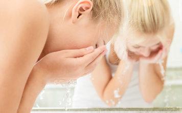 Czyszczenie zębów za pomocą wody
